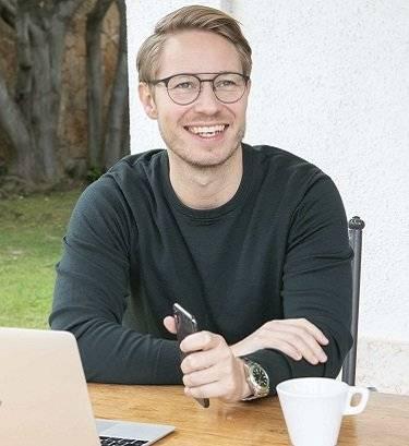 Fuelling Digitilization in Contract Management Platform Niels Martin Brochner, CEO,  Contractbook